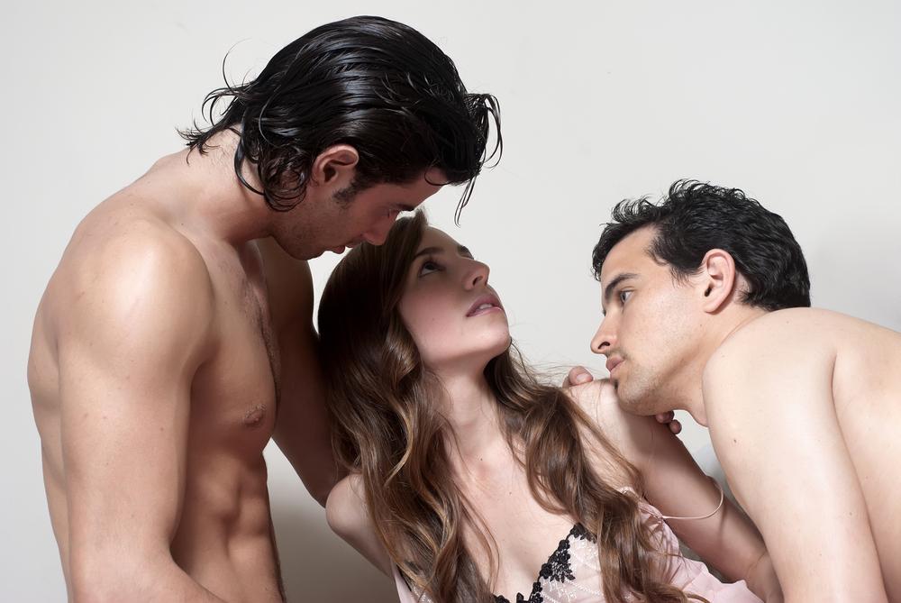 Зачем парень склоняет свою женщину к групповому сексу фото 106-380