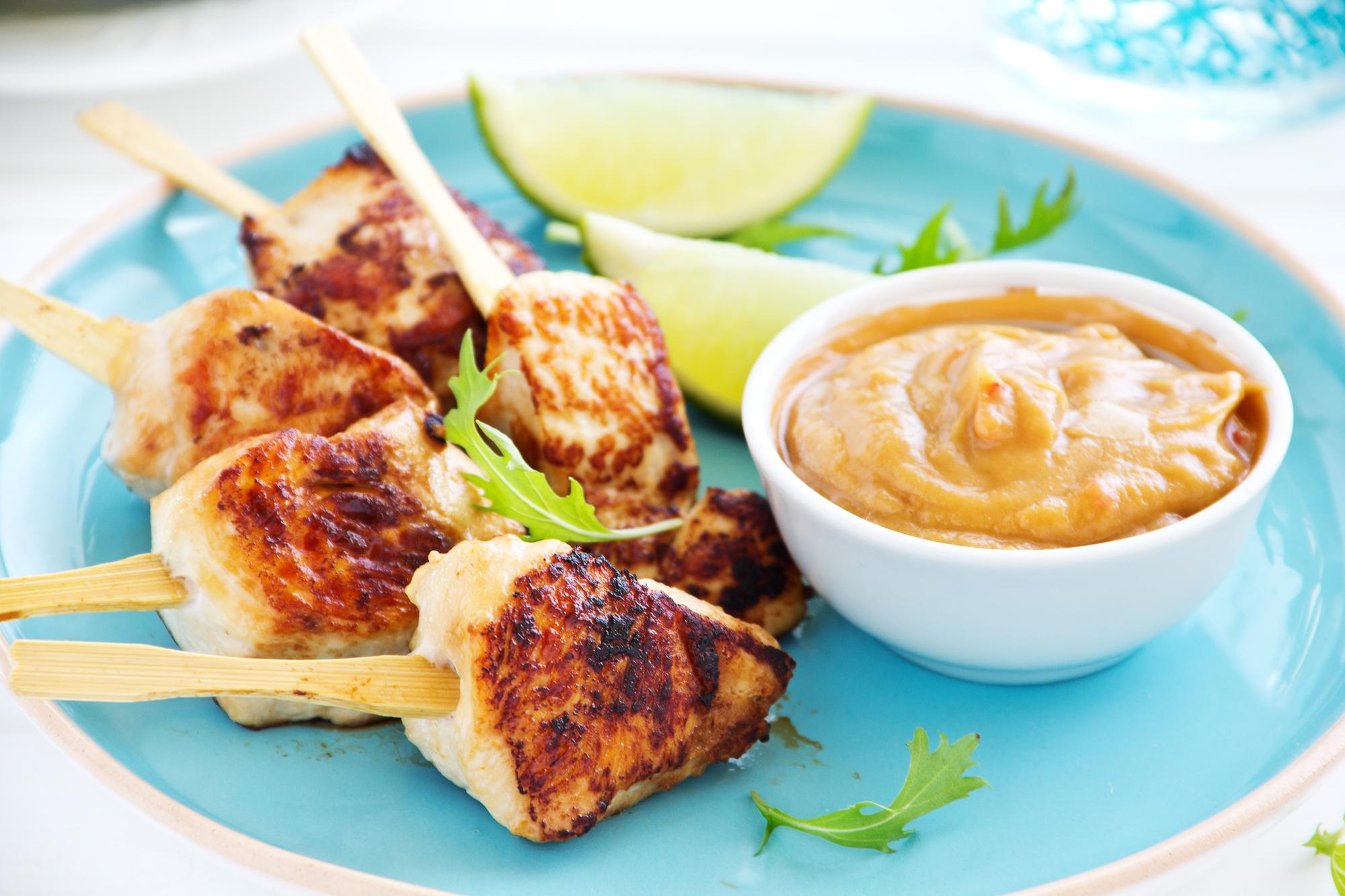 Кухни мира: индонезийское сатэ с курицей
