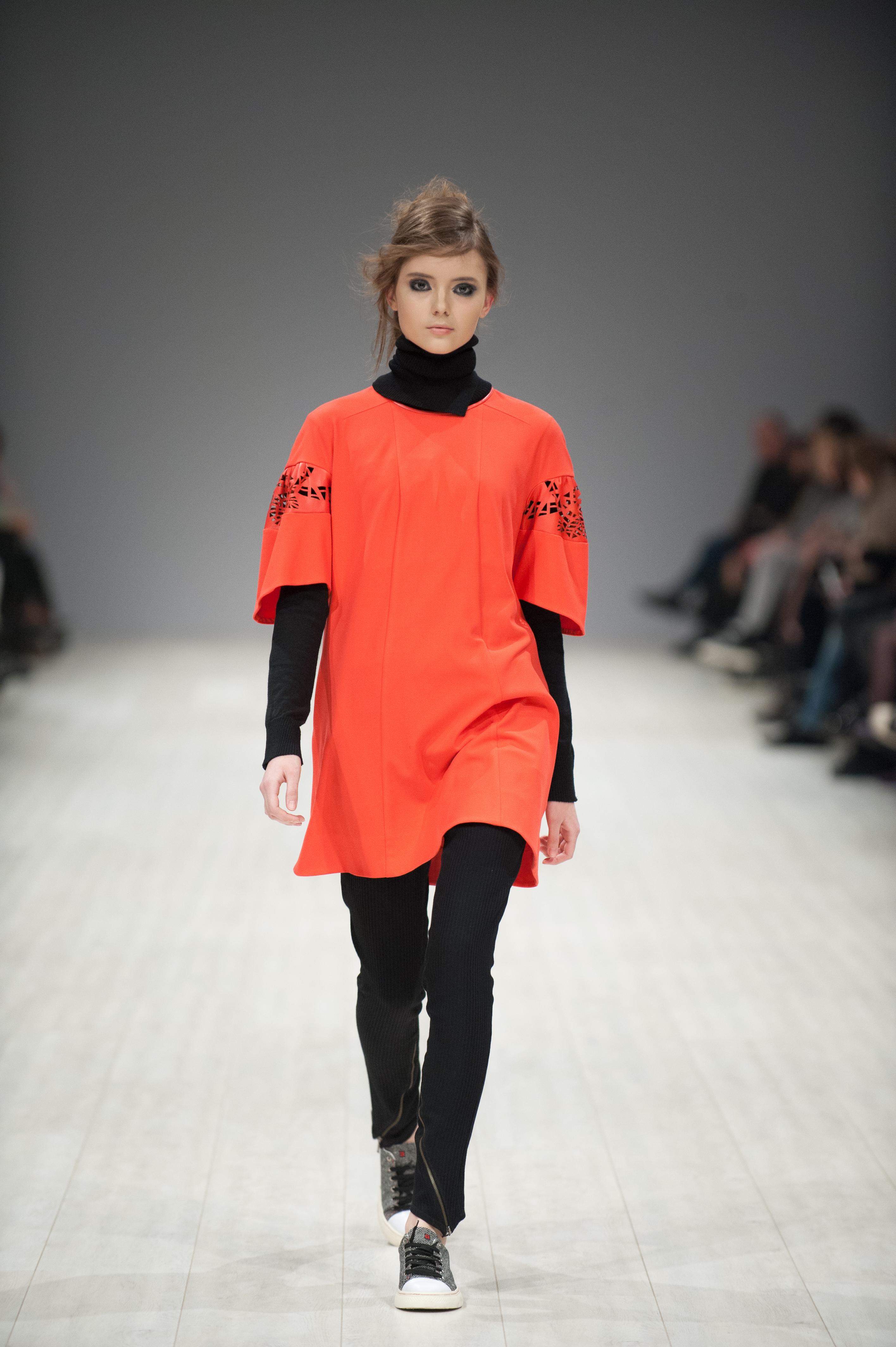 Сочетанию платьев и брюк стало ключевым в коллекции BOBKOVA