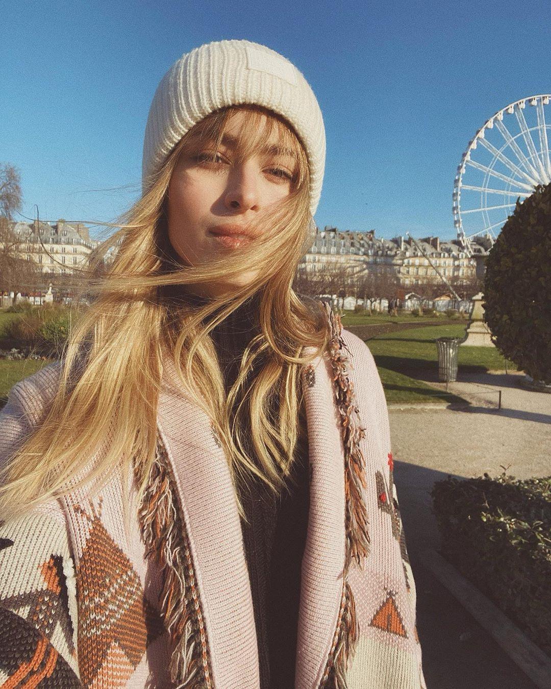 Клубника и кофе: Внучка Ротару показала яркие фото из Парижа