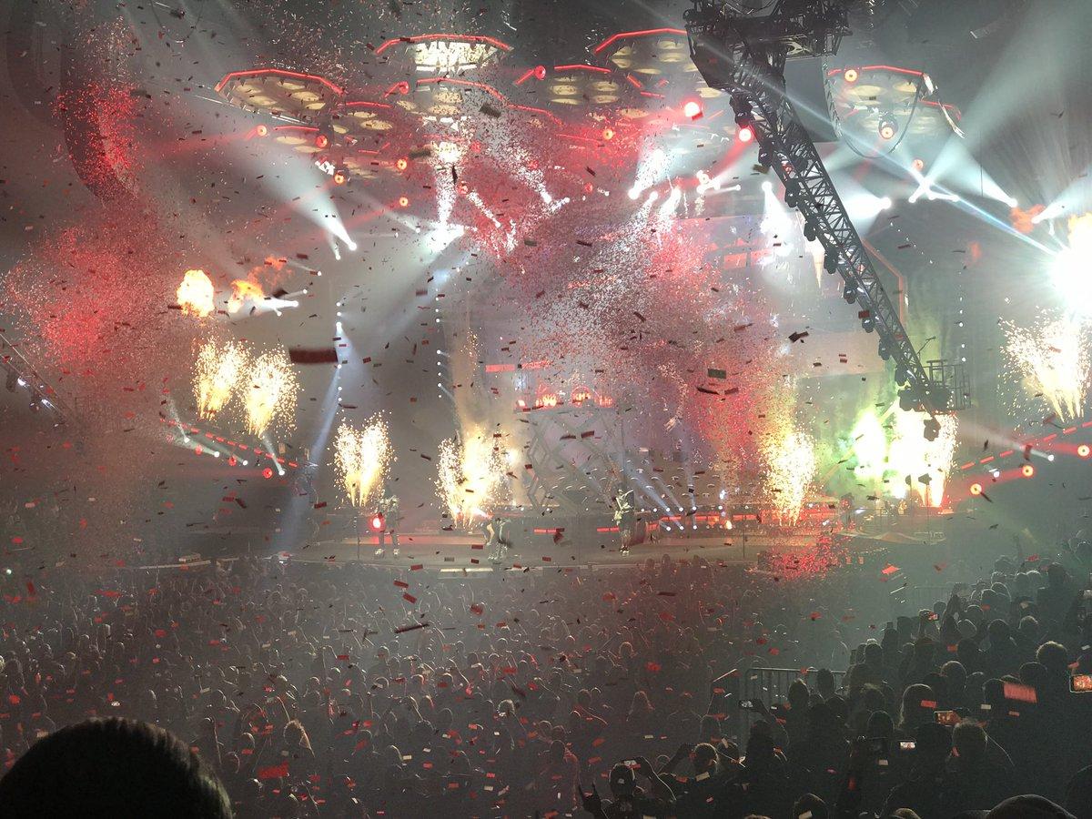 Полицейский эскорт и 300 кг еды: Стали известны условия концерта группы Kiss в Киеве