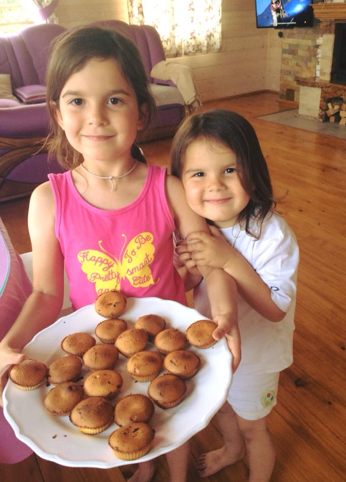 Мария впервые в жизни приготовила кексы