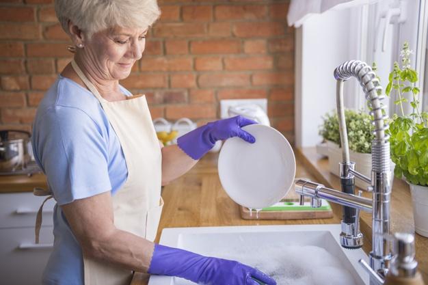 Как вымыть посуду без моющего средства