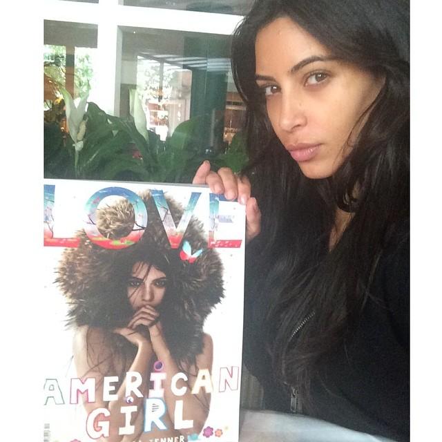 Светская львица Ким Кардашян редко выходит в свет без макияжа