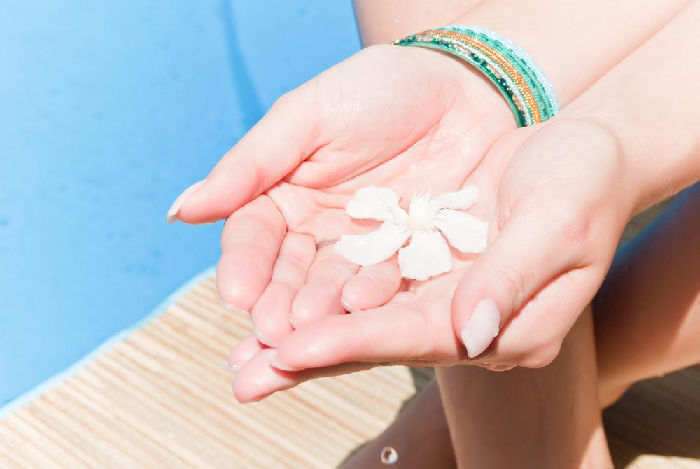 Маски из масел помогут укрепить ногтевую пластину