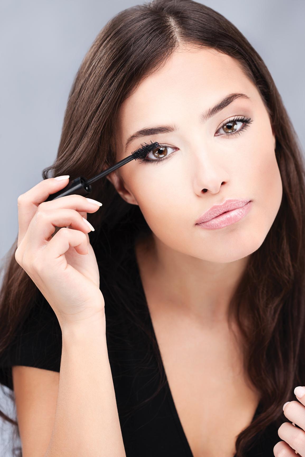 Для дневного и вечернего макияжа нужны два разных вида туши