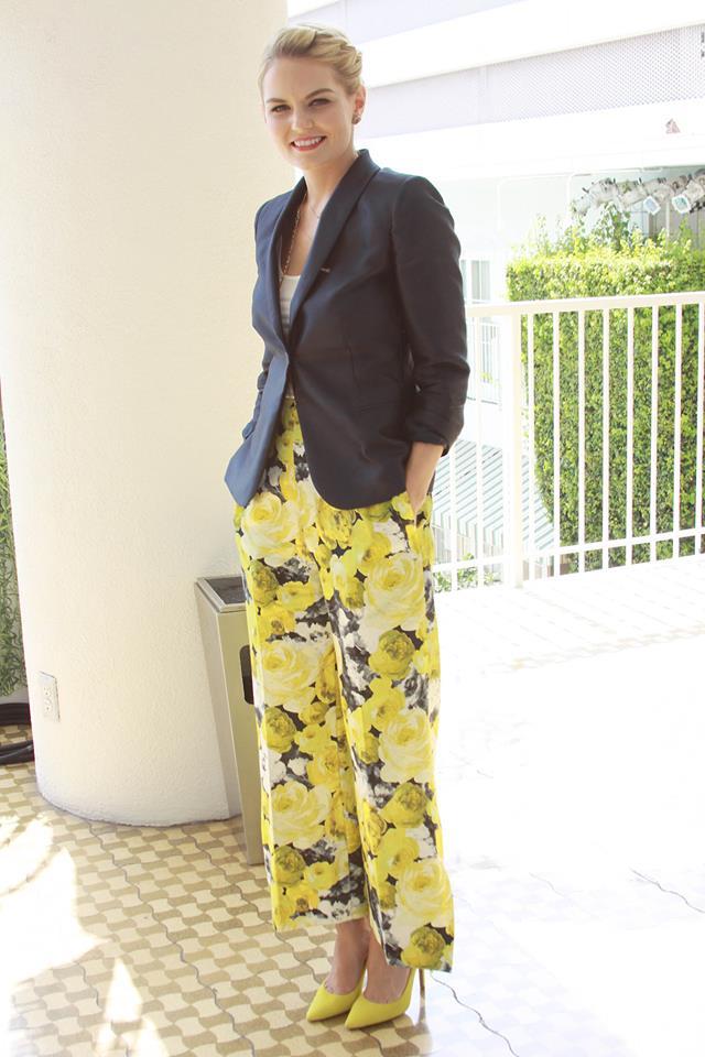 Актриса Дженнифер Моррисон в брюках украинского бренда elenareva