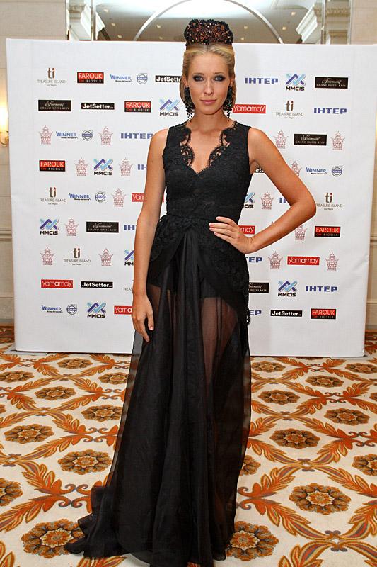 Телеведущая Катерина Осадчая на конкурсе Мисс Вселенная 2013