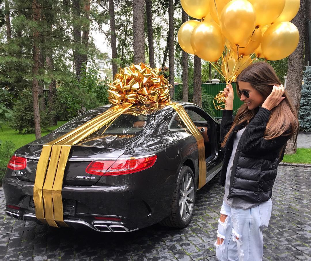 Кети Топурии подарили на день рождения автомобиль Мерседес