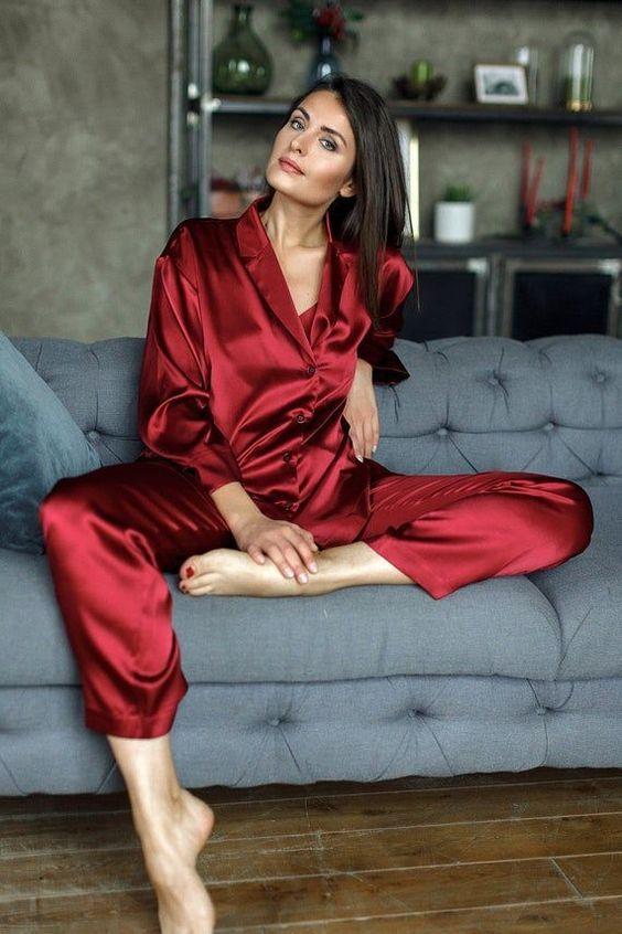 Модная шелковая пижама
