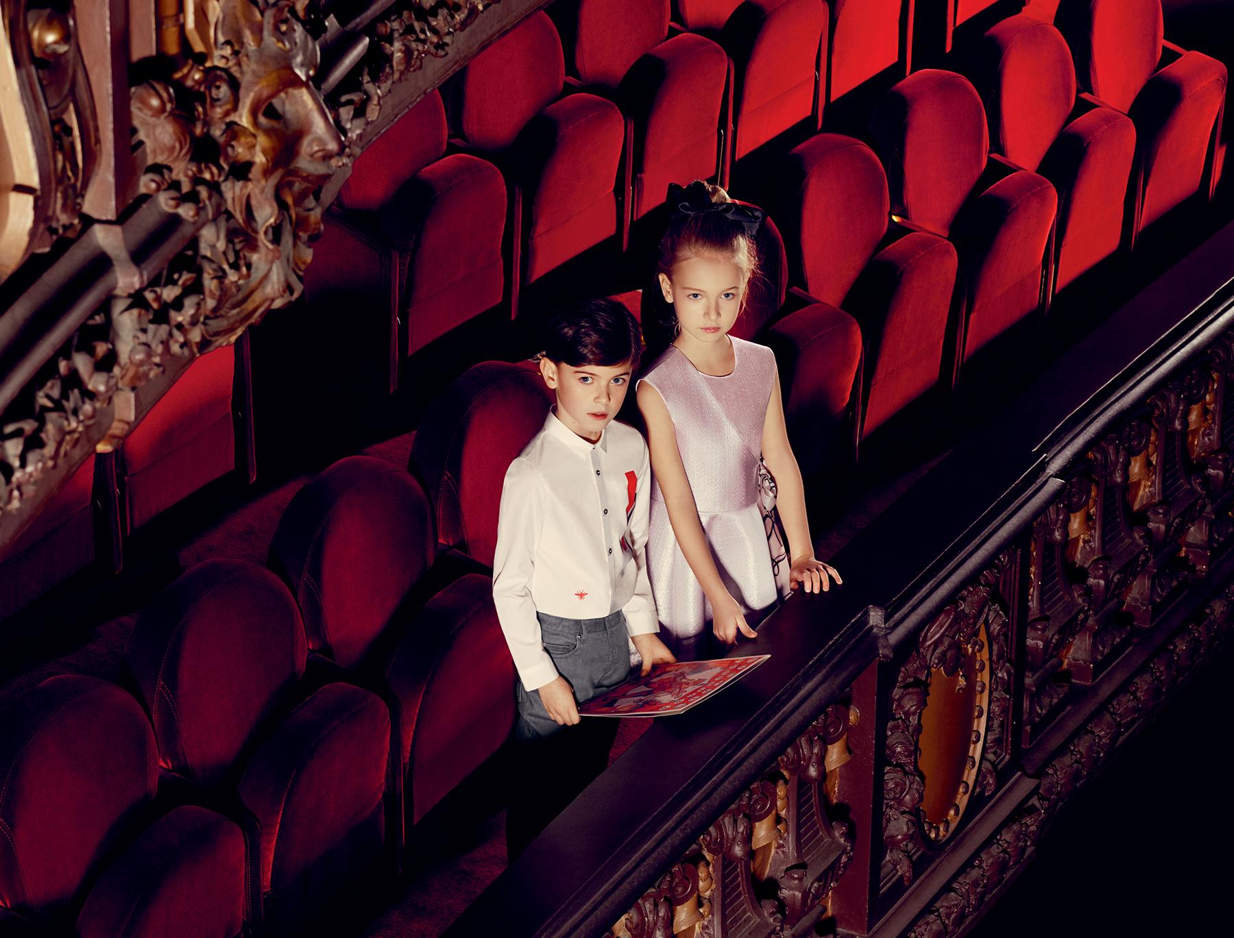 Сводите ребенка в театр