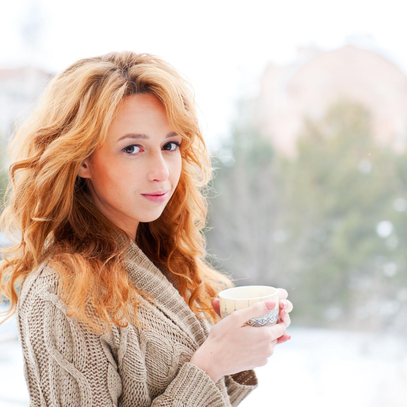 В зимнее время от сухости и ломкости волосы спасут маски с маслами