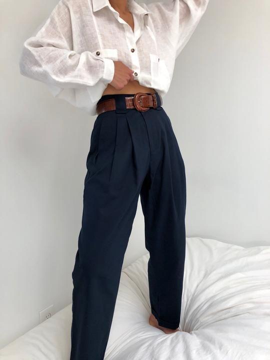 Классические брюки - элемент базового гардероба женщины