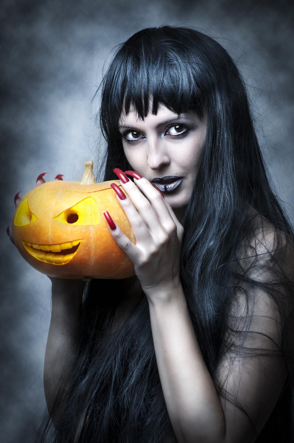 Макияж на Хэллоуин должен поразить воображение окружающих