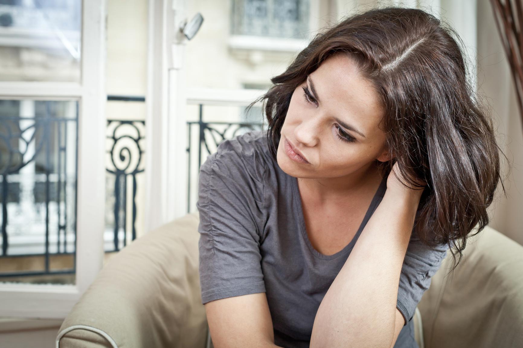Послеродовая депрессия: 9 основных причин, симптомы и лечение