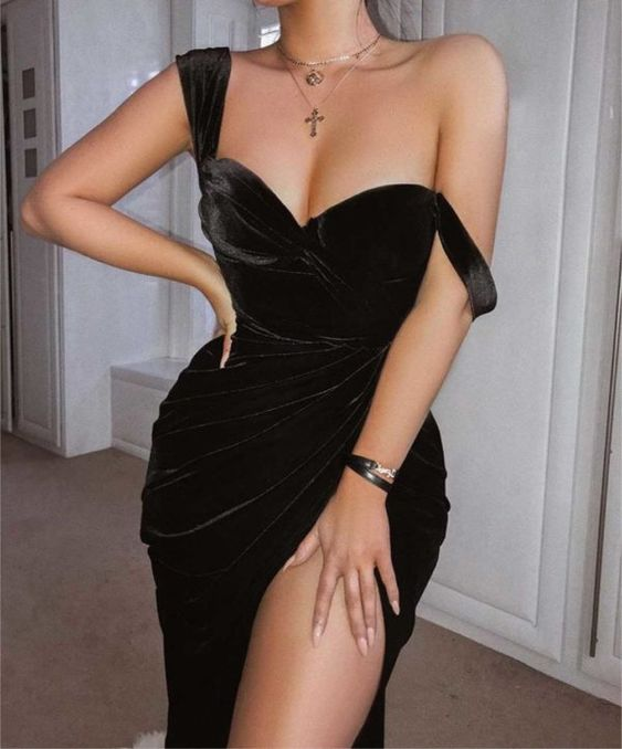 10 модных маленьких черных платьев с соблазнительными вырезами