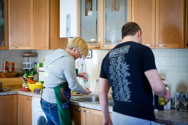 Гонтарева с мужем на кухне