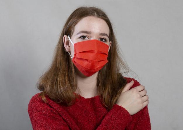 Как правильно носить маску, чтобы не спровоцировать появление на лице угревой сыпи
