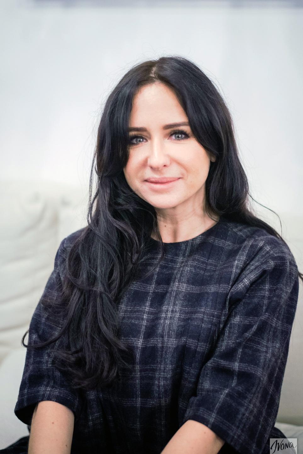 Мастер салона The Brow Bar Ольга Сеймур уверена, что пинцет – злейший враг женщин