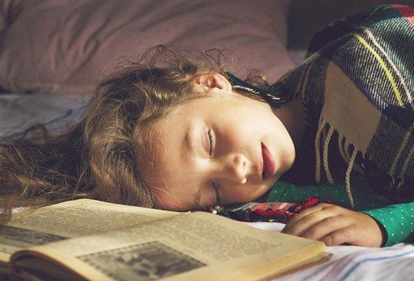 Если ребенок полюбит читать, ему будет намного проще учиться, запоминать и анализировать пройденный материал