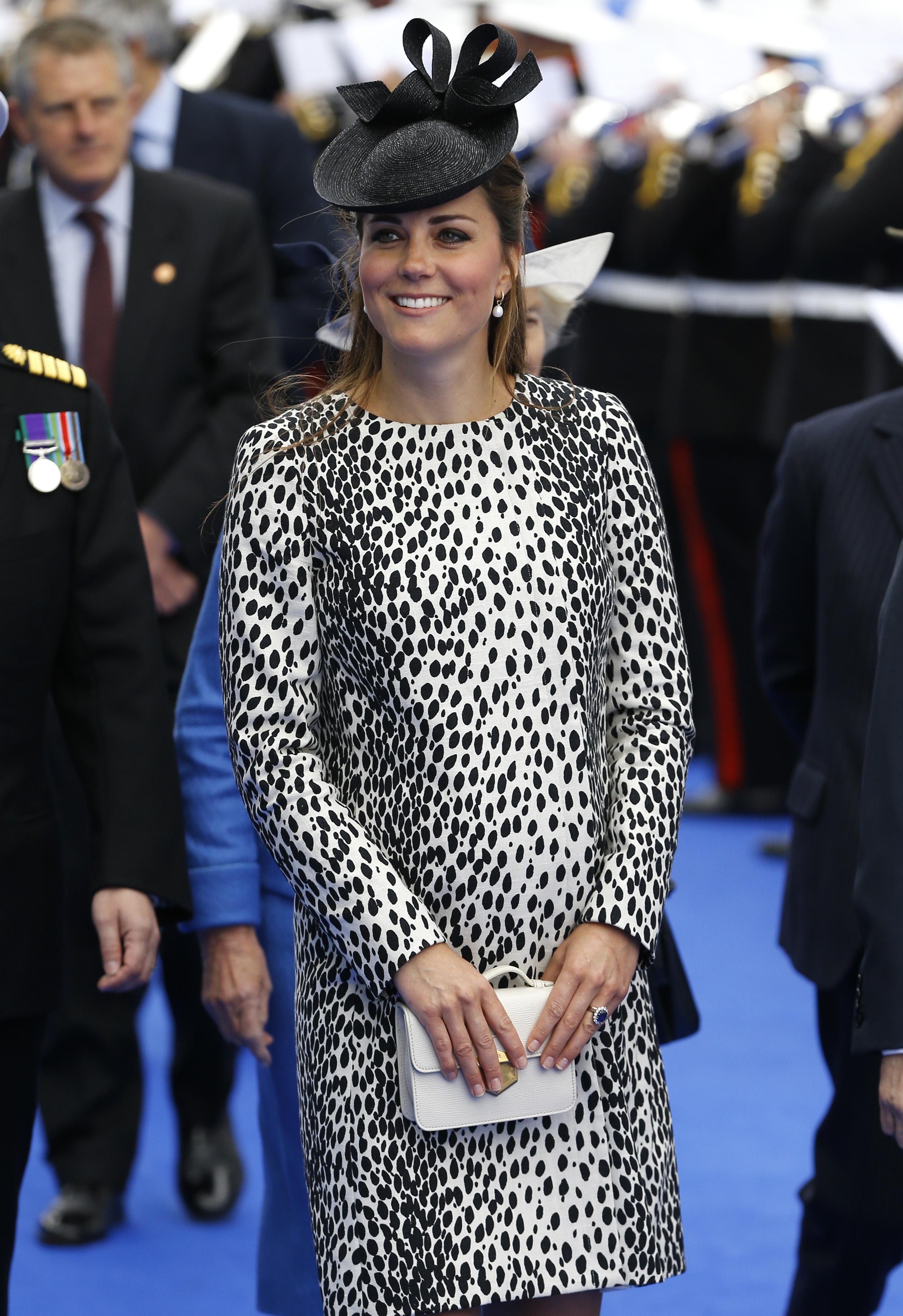 Кейт выбрала нехарактерное для своего стиля платье с диким принтом