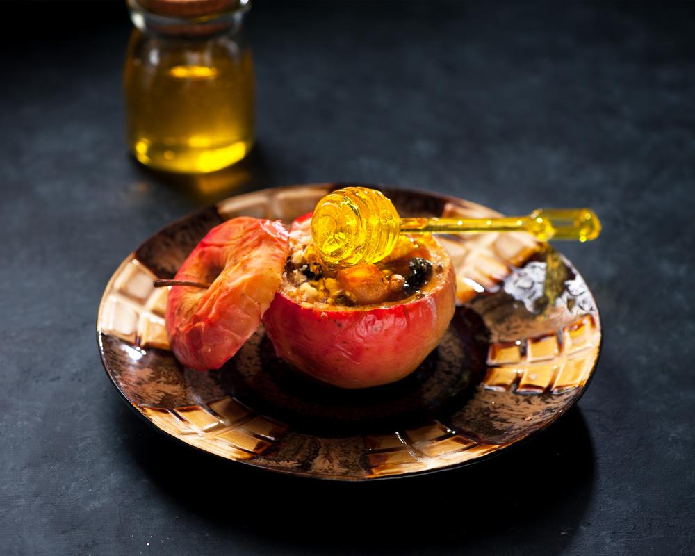 Печенные яблоки обладают пользой для желудка и других органов системы пищеварения.