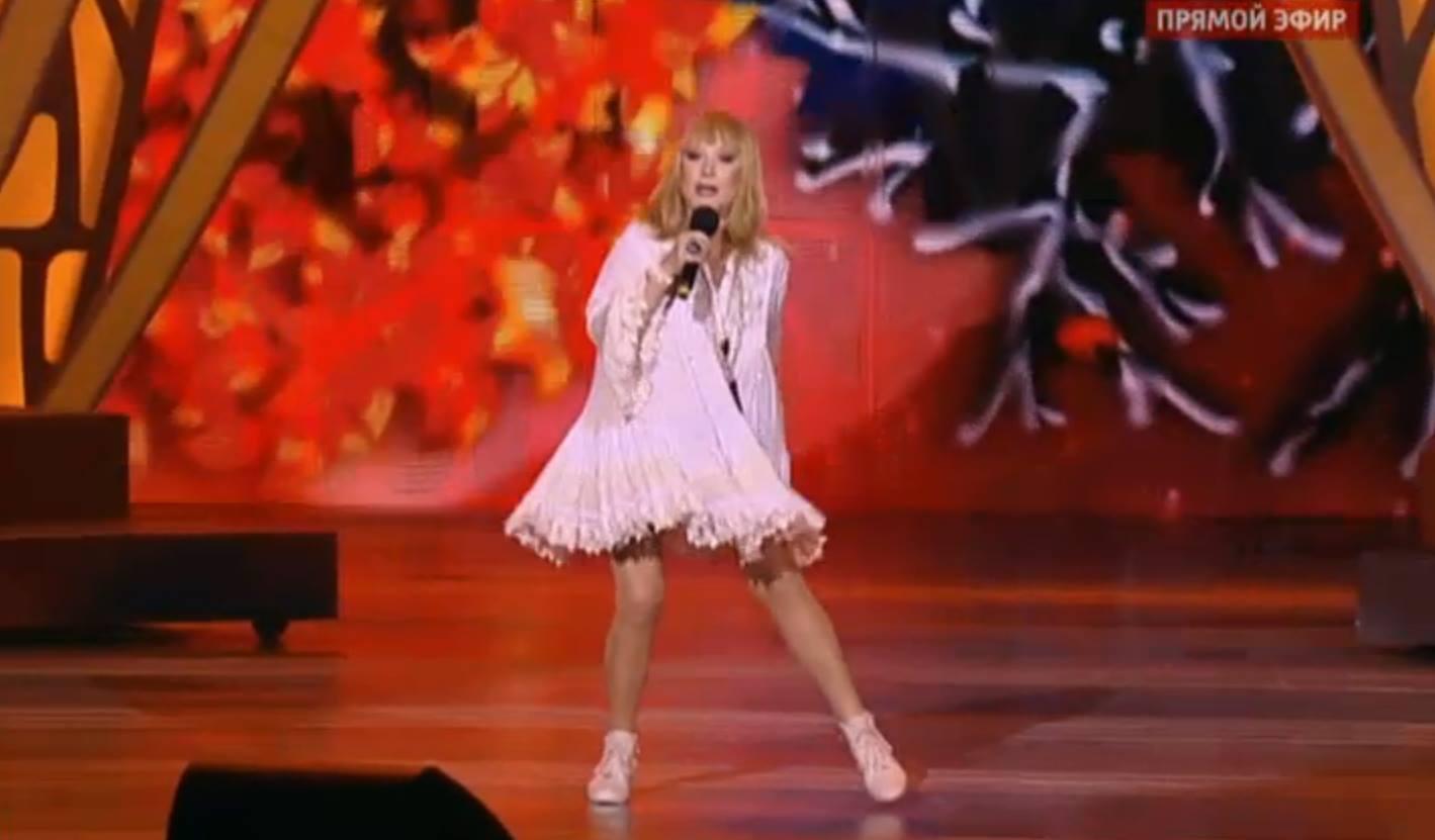 Новая волна 2015: Алла Пугачева продемонстрировала стройные ножки
