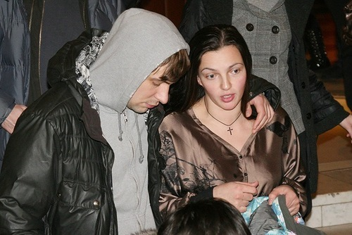 Первые фото жены Евгения Цыганова с новорожденной