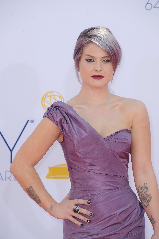 Келли Осборн похвасталась маникюром за 250 000 долларов на церемонии Emmy 2012