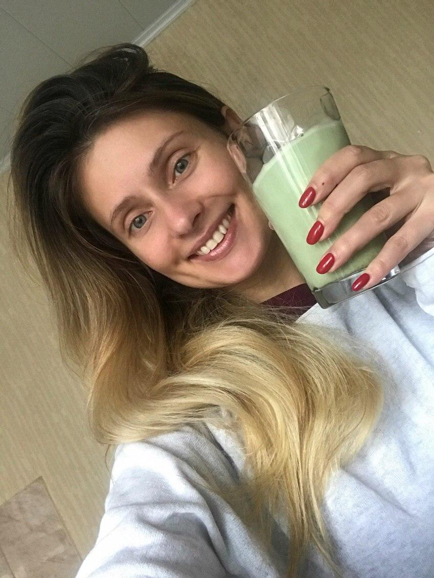 Украла в кафе и привезла из Донецка: из чего пьют звезды