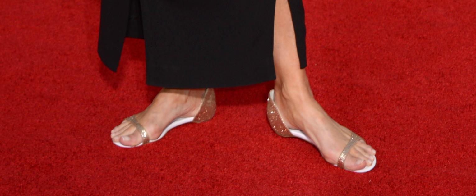 Нет каблукам: Эмма Томпсон вышла на красную дорожку в босоножках на низком ходу
