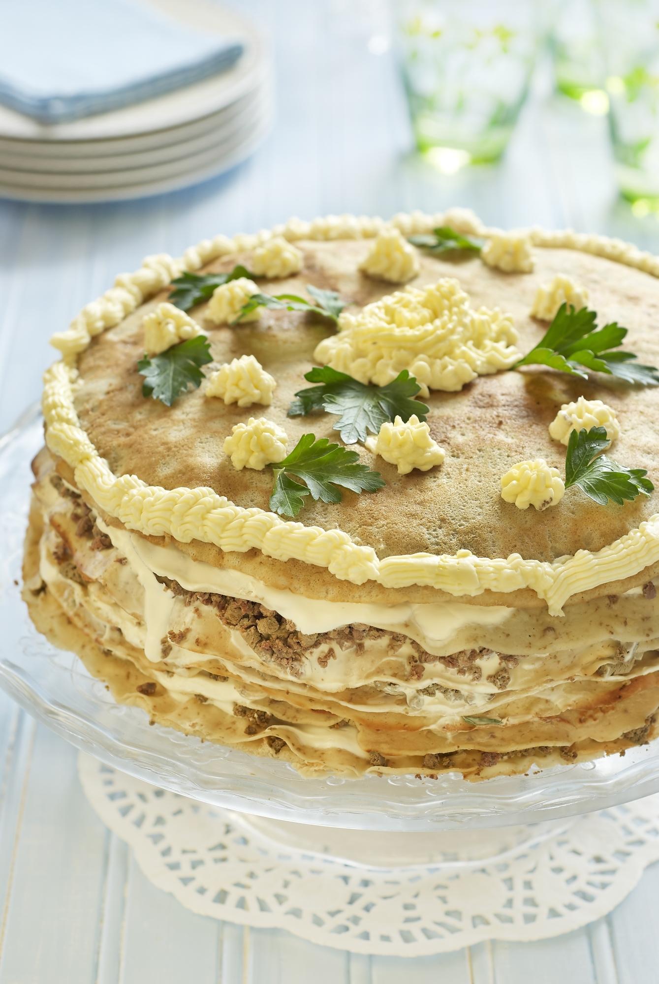 Необычный рецепт печеночного торта с грибами и копченым сыром