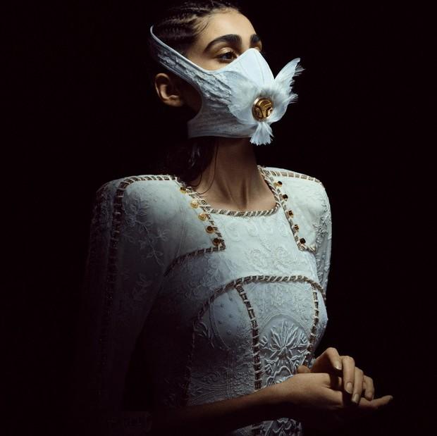Современные реалии: как выглядит свадебная защитная маска для невесты