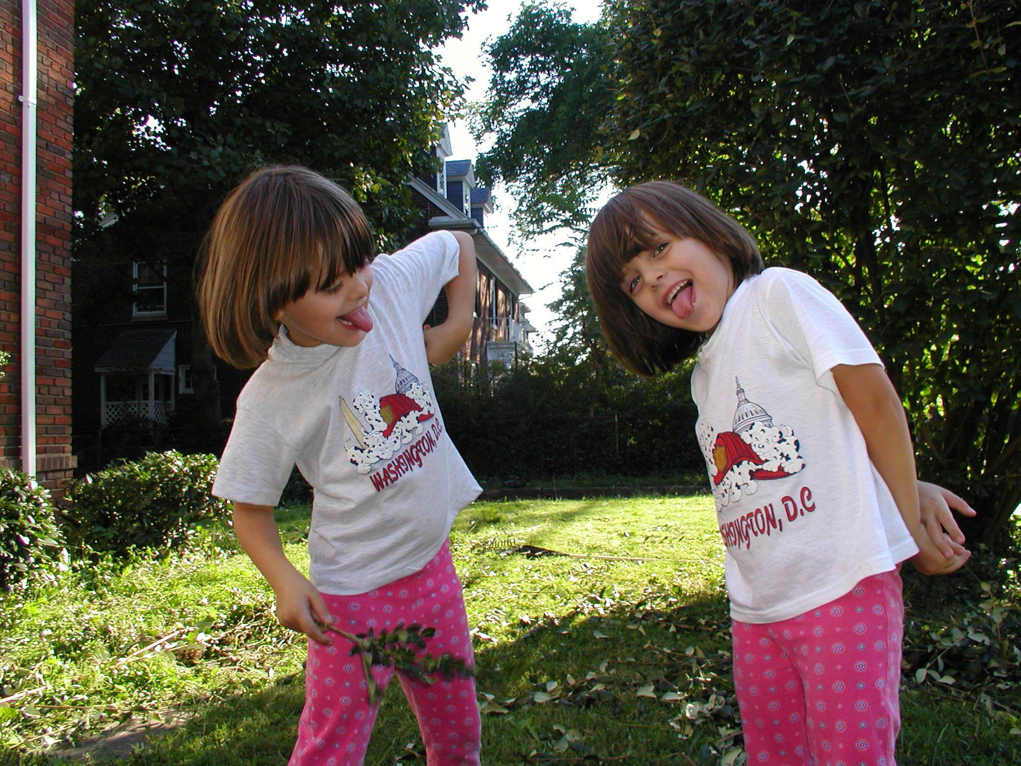 Нана и Соломия в детстве