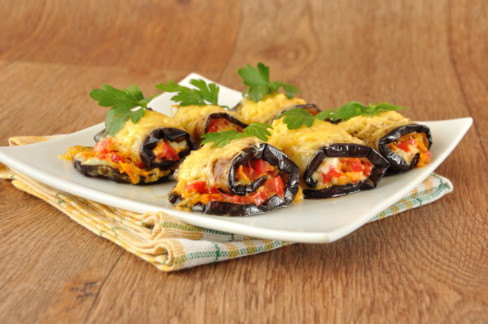 Рулетики из баклажанов с сыром и помидорами рецепт с фото пошаговый