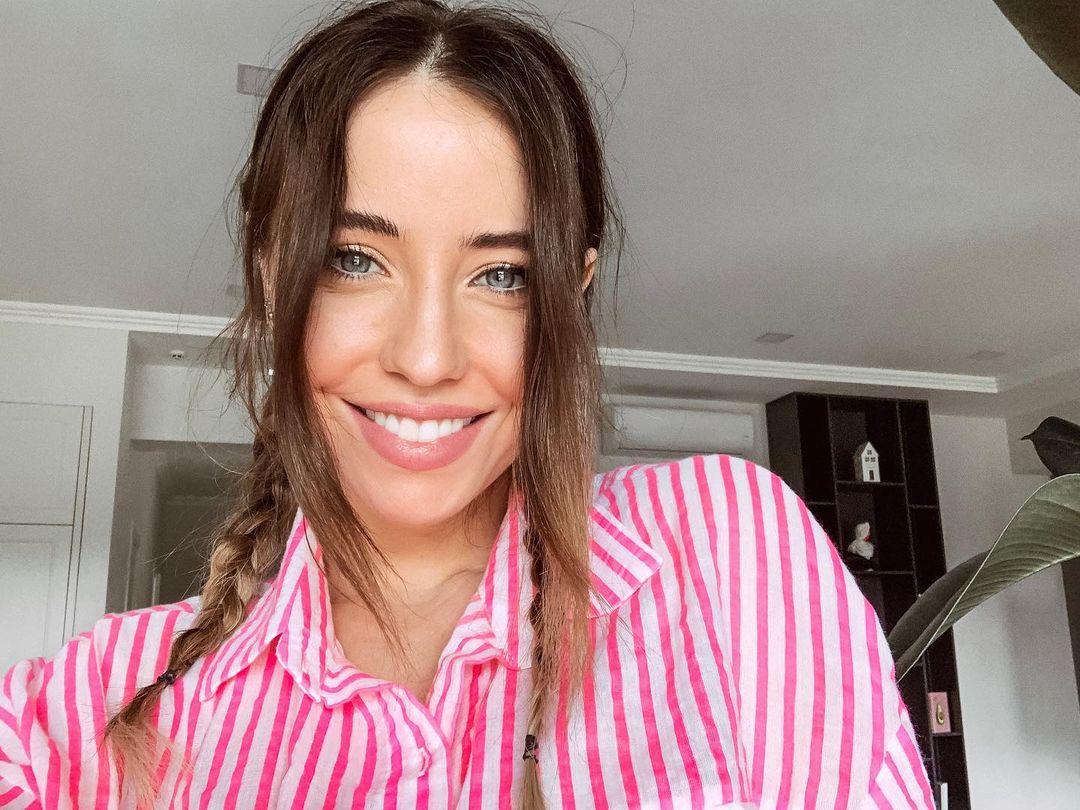 Надя Дорофеева поразила новым образом и показала грудь