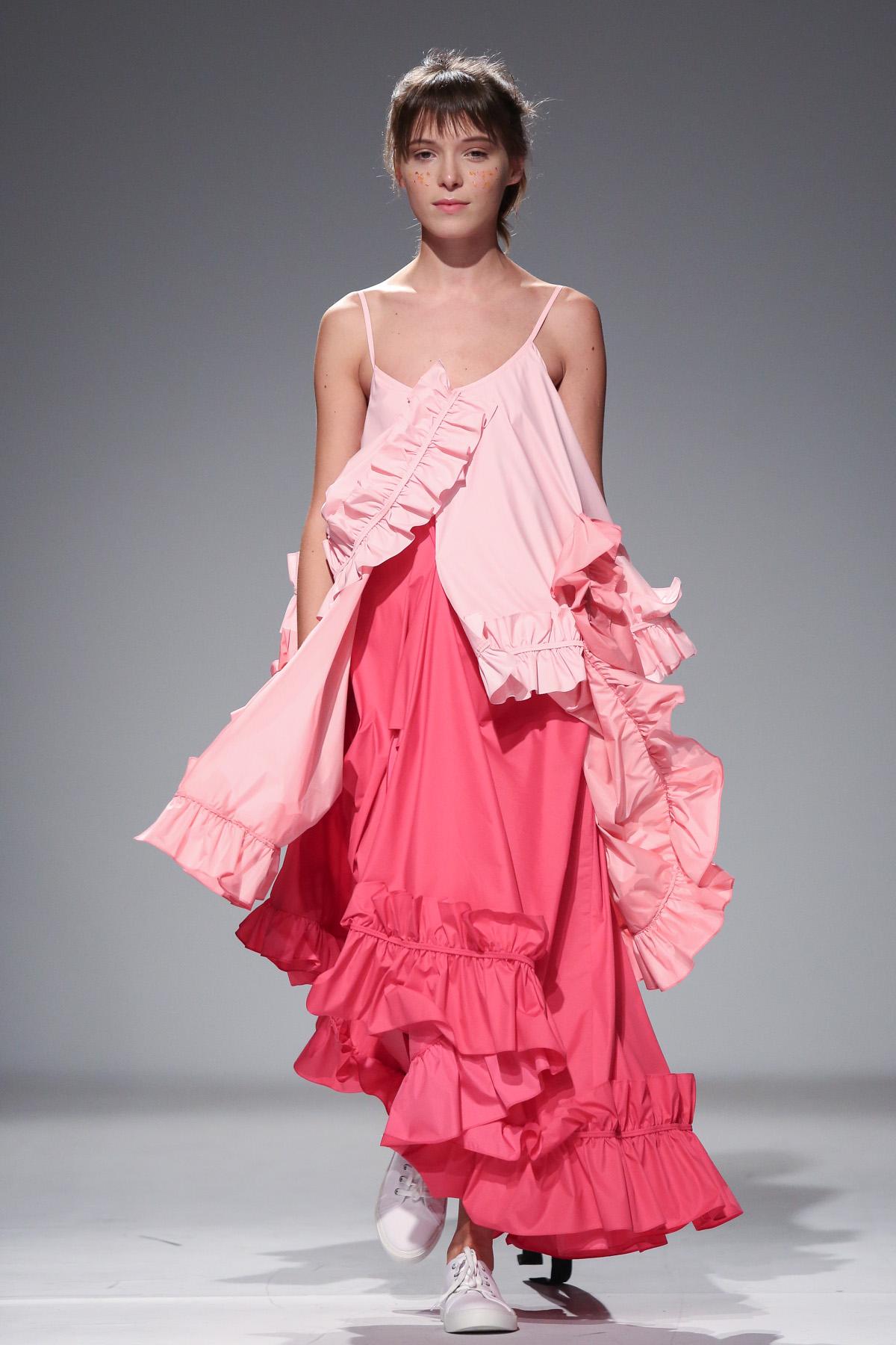 Дизайнер Анна Коломоец в платье из собственной коллекции
