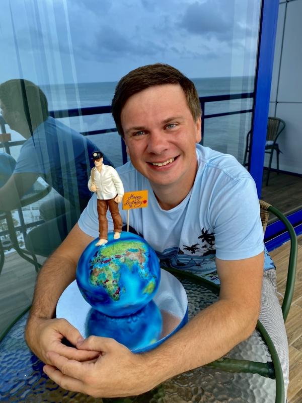 Что подарила Дмитрию Комарову на день рождения жена