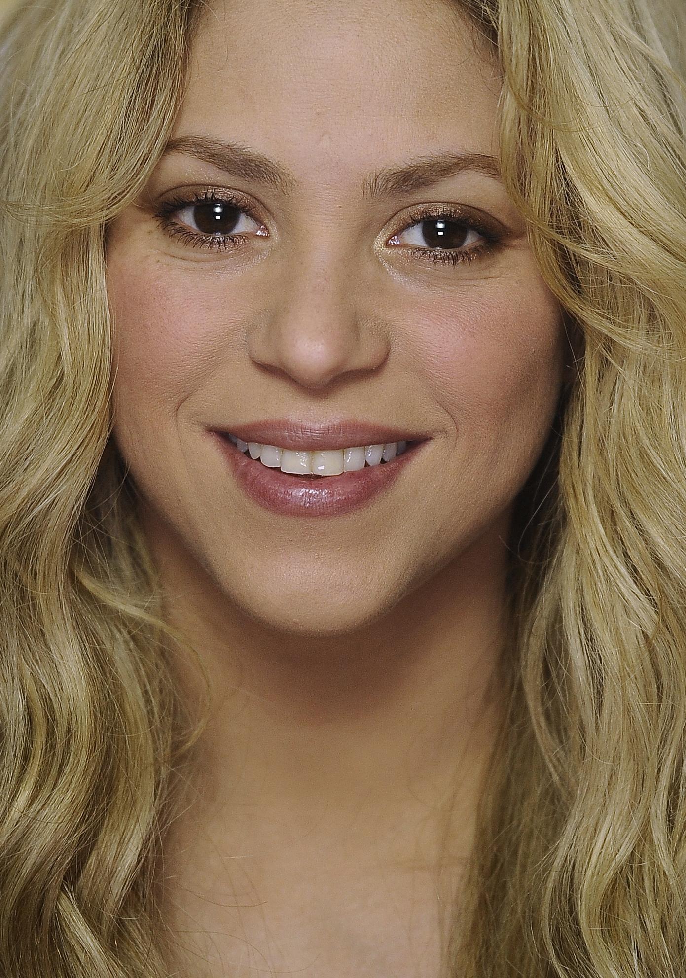 9 знаменитостей, которые делают макияж самостоятельно: Шакира