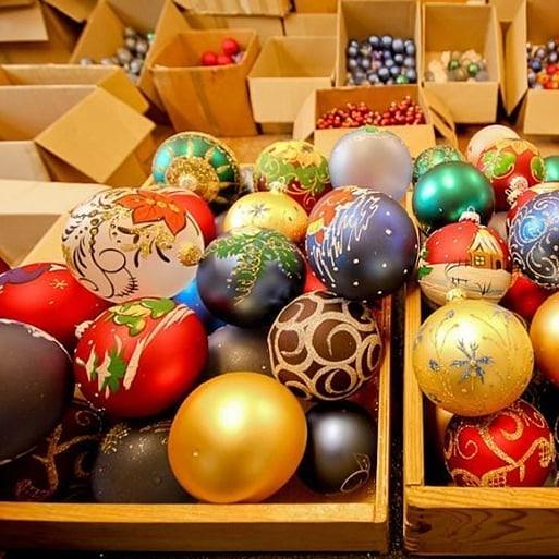Куда поехать за новогодним настроением: 3 фабрики елочных игрушек в Украине