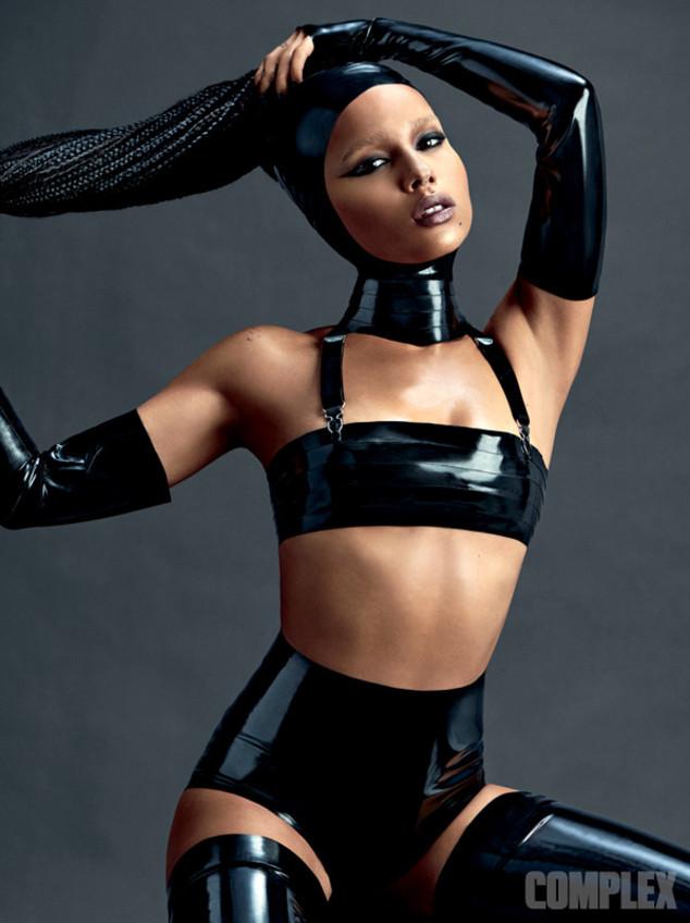 Актриса, модель и музыкант Зои Кравиц в подростковом возрасте страдала от анорексии и булимии