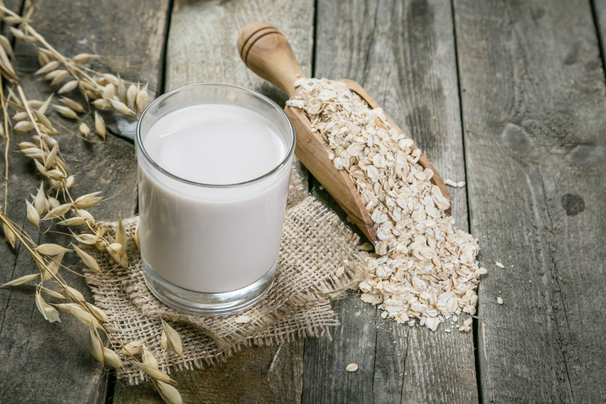 Овсяное молоко - полезный и правильный заменитель коровьего