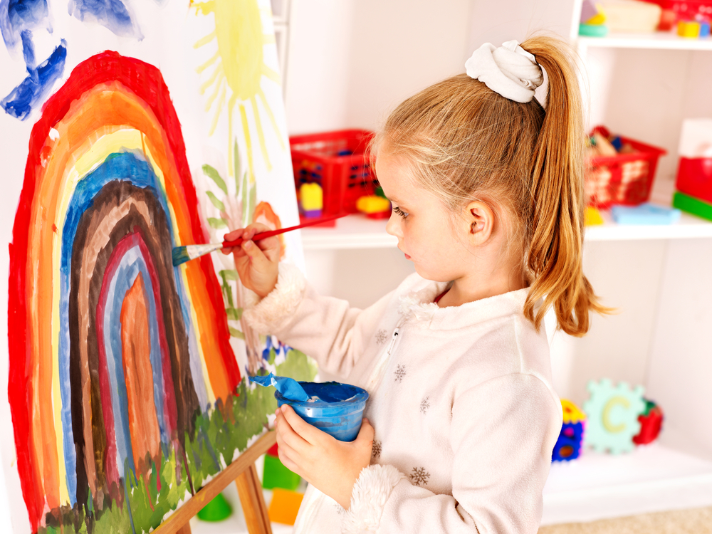 Ребенку обязательно нужно прививать любовь к творчеству