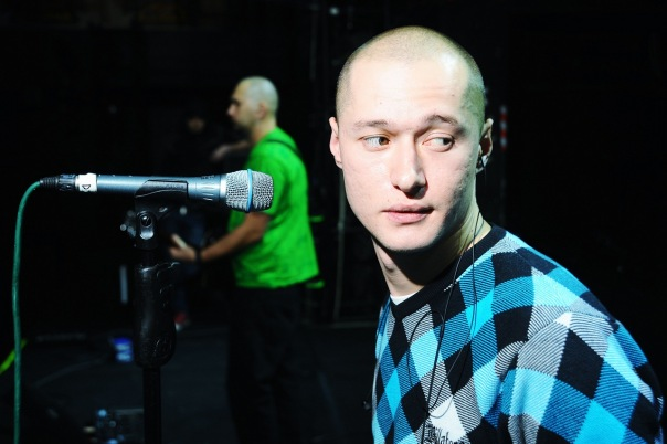 Солист группы Андрей Хлывнюк рассказал, что отдаст вырученные деньги на благотворительность