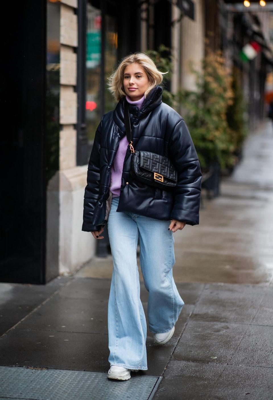 Вещи, которые сделают фигуру стройнее: джинсы-клеш