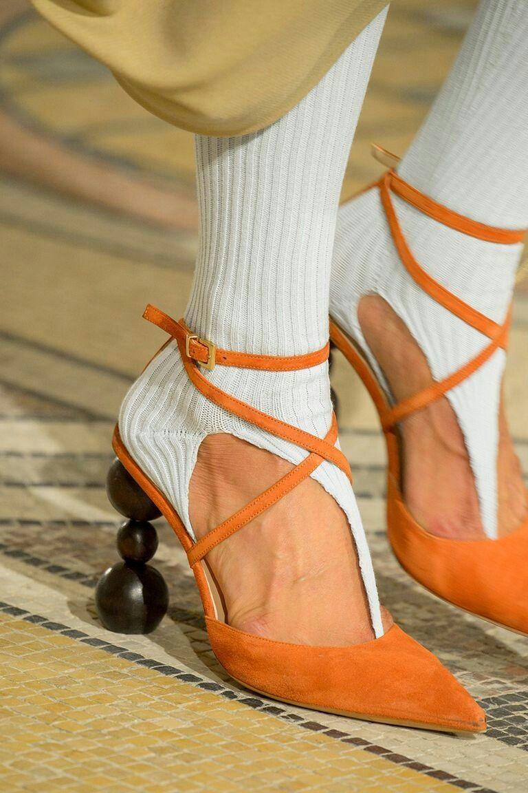 Обувные тенденции весенне-летнего сезона 2020: Ремешки