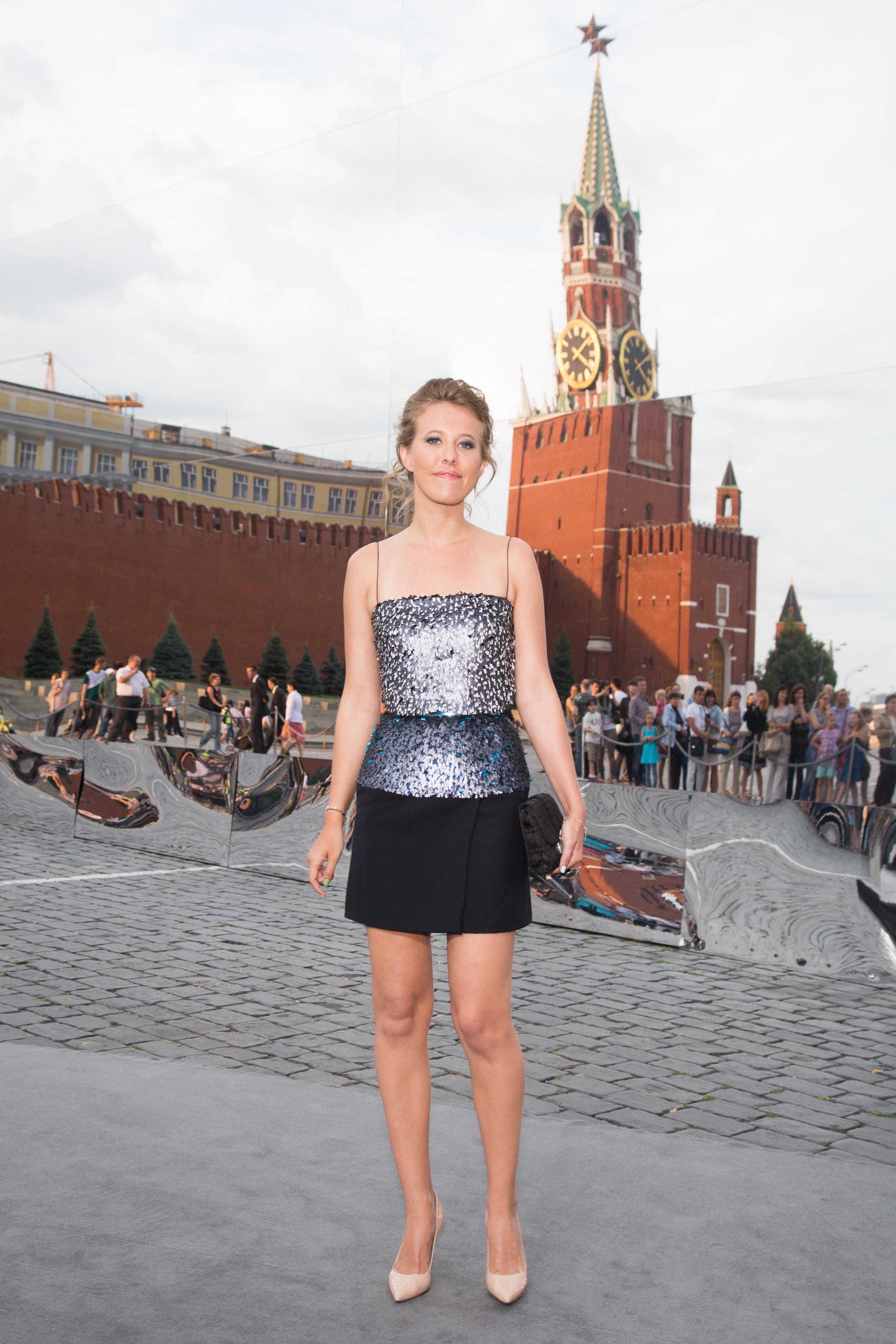 Ксения Собчак в платье Christian Dior на показе модного бренда в Москве