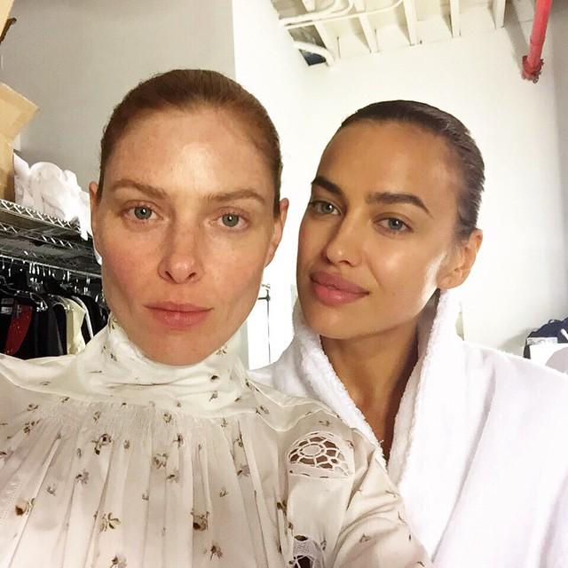 Модели Ирина Шейк и Тейлор Фостер уверены в своей природной красоте