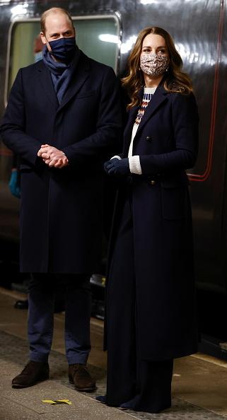 Герцог и герцогиня Кембриджские на вечерней прогулке.
