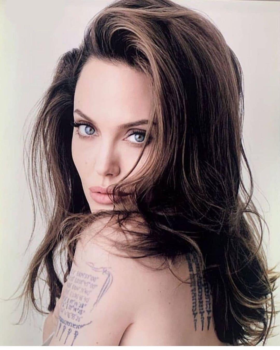 Совсем другая: Для нового фильма Анджелина Джоли стала блондинкой